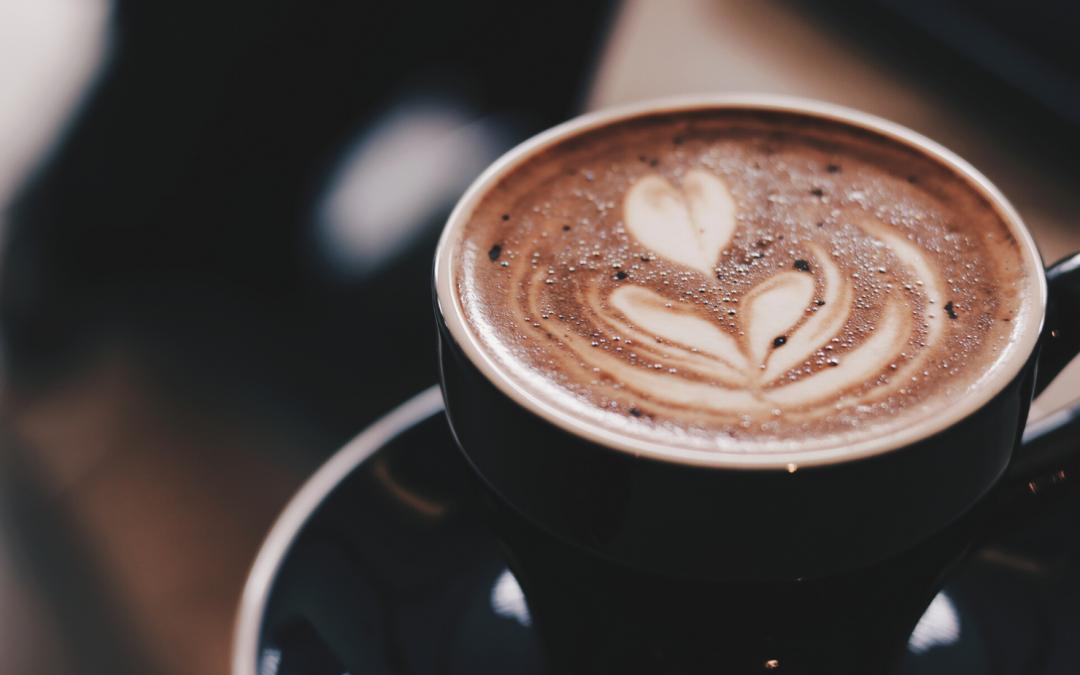 Sabías que el café mancha tus dientes